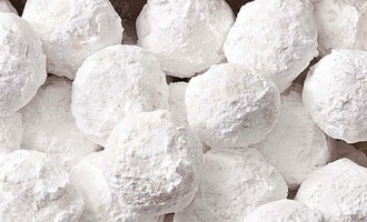 Make Almond Snowballs This Holiday!