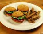 Confuse Your Taste Buds With These Hamburger Cupcakes with Sugar Cookie Fries – You've Never Had Anything Like It Before