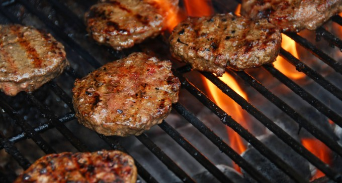 Forget Those Dried Out & Dull Hamburger Patties – This Secret Ingredient Changed Everything