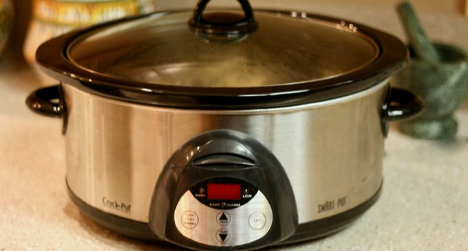Broken Noodles in a Slow Cooker and in 6 Steps They Had a Meal Everyone Devoured