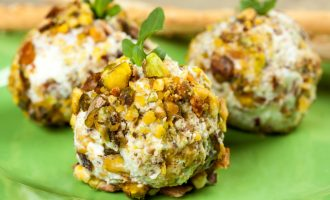 3 Great Reasons Why Tiny Cheese Balls Are Better For Any Party!