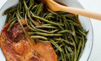These Southern Style Green Beans Are An Amazing Side For Any Meal!