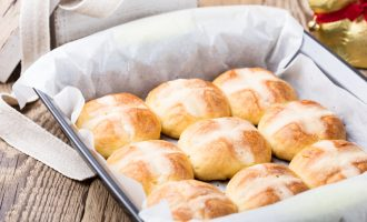 The Overnight Maple Hot Cross Buns Are the Ultimate Spring Treat