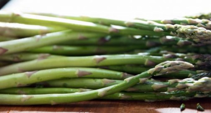 Here's the Right Way to Trim Asparagus Before Cooking It