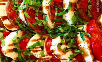 Make Lunch In a Jif With This Classic Caprese Salad