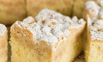 This New York Crumb Cake Is Our New Favorite Dessert