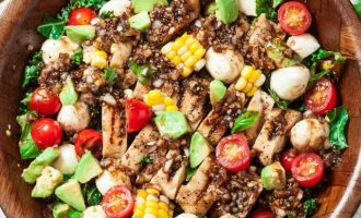 This Grilled Chicken Caprese Salad Is Our Favorite Lunch Recipe