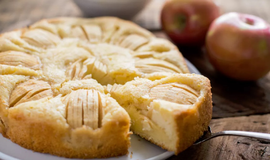Sunken apple cake one of germany s favorite desserts for Best ever apple cake country living