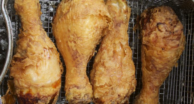 The Perfect Batter That Helps Fried Chicken Stay Crisp Without Burning!