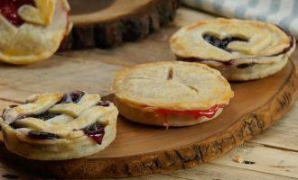 These Mason Jar Pies Will Wow Everyone This Holiday Season