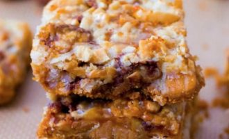 Warning This 7 Layer Caramel Snickers Bar Is Downright Addictive