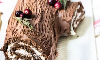 A Christmas Yule Log That Takes The Cake