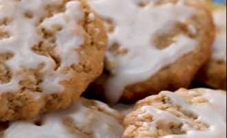 The Perfect Iced Oatmeal Cookie